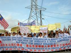 rawang anti high tension cable walk 211007 crowd and tower