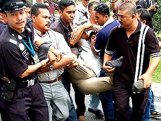 bersih parliament police blockade memo 111207 tian chua hauled