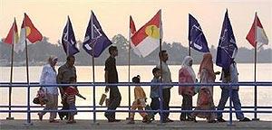 bn umno flag in terengganu jetty 140208