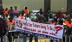 hindraf march of roses parliament 160208 banner