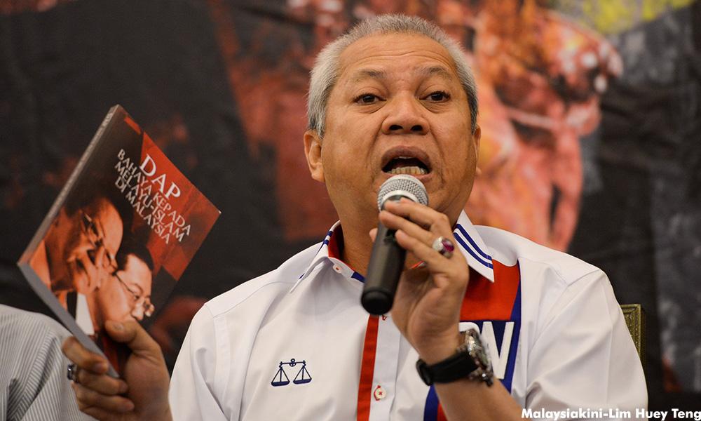 """""""Melayu yang paling sayang Cina adalah orang Umno dan Malaysia adalah buktinya"""" - Tan Sri Annuar Musa"""