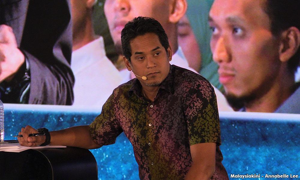 """Siapa yang berani hapuskan sekolah vernakular?"" - Khairy Jamaluddin"