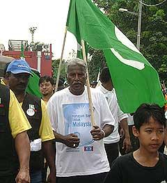 klang campaign 030308 indian man with pas flag