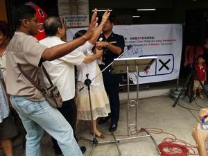 dap teo eng ching police scuffle 050308 kit siang