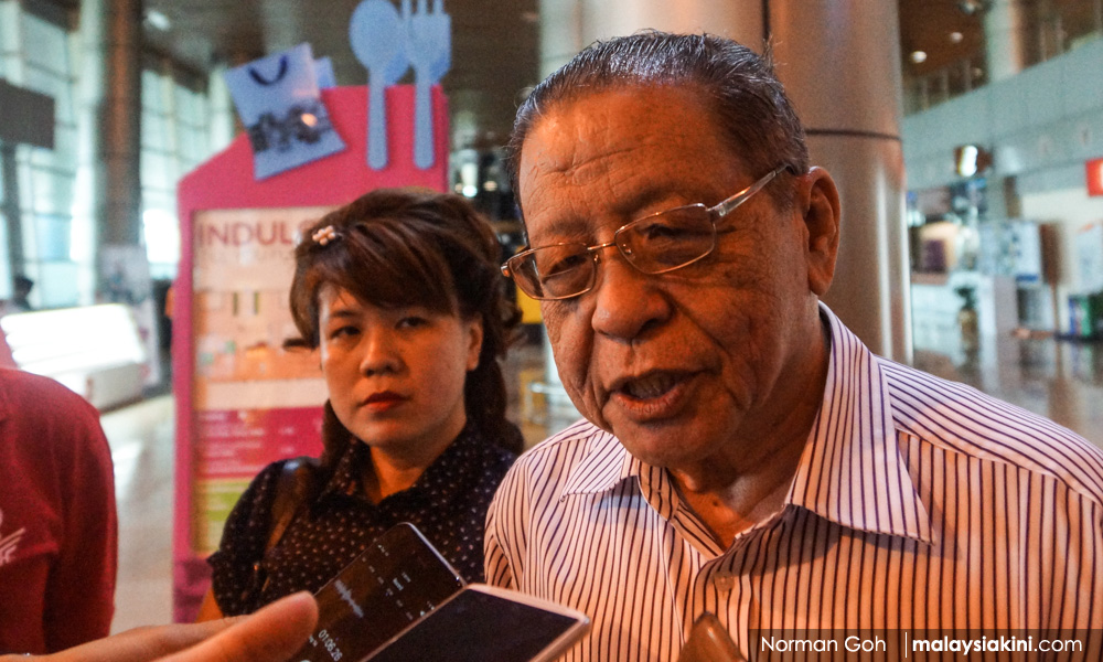 Kit Siang to sue over claims he received RM1bil from Dr M