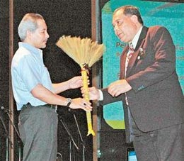 khir toyo broom award