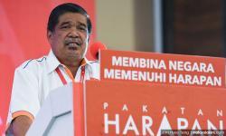 'Bendera PAS kini pakai besi, gantung poster besar pakai kren'
