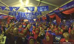 Dua tsunami berbeza yang menelan Umno