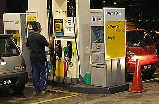 petrol price hike before increase panic consumers 040608 02