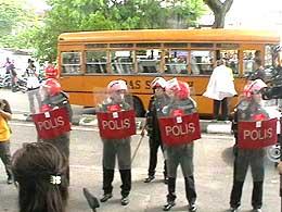 kl fuel hike protest 050608 03