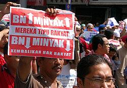 petrol price hike protest kg baru sogo 130608 raja laut