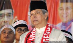 No action against Nazri for supporting Anwar… yet, says Umno sec-gen