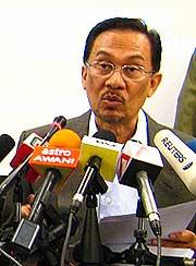 anwar ibrahim press conference 030708 03