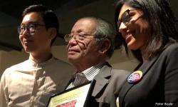 Kit Siang gets democracy award from Sydney Bersih