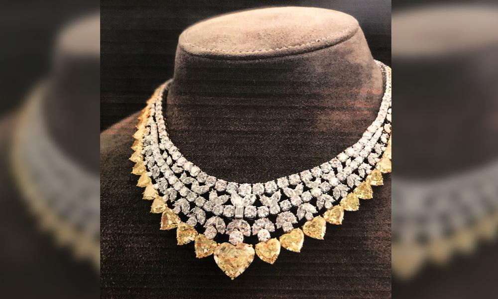 Tukang emas tuntut Rosmah pulangkan berlian kuning