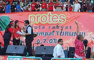 protes fuel price hike rally mppj stadium 070708 06