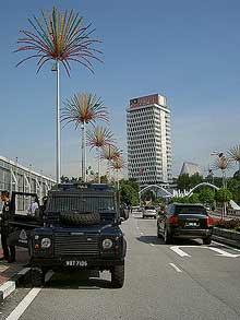 parliament building police blockade 140708 09