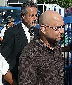 raja petra kamaruddin arrest at police ipk 170708 04