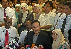 anwar ibrahim freed from police ipk detention pc 170708 11