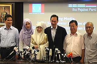 wan azizah resign permatang pauh by election for anwar 310708 06