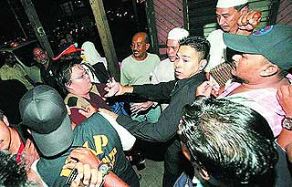 guan ming reporter photographer bullied beaten by pkr security in permatang pauh 050808 02