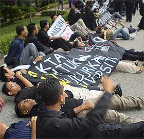 universiti student auku uuca parliament protest 180808 10