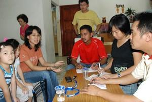 tan hoon cheng released back home 130908.jpg