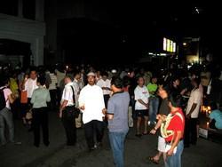 candle light vigil at penang ipk 120908 people.jpg