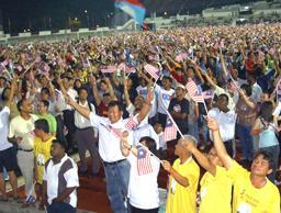pakatan rakyat sept 16 gathering crowd waving flag