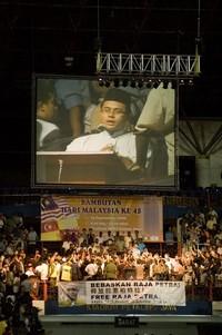 pakatan rakyat 916 gathering kelana jaya 150908 big screen.jpg