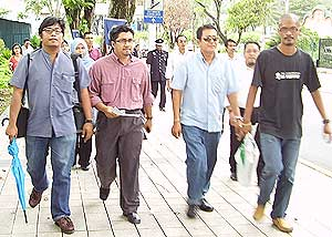 anak muda malaysia ngo police report on najib eurocopter 211008 04