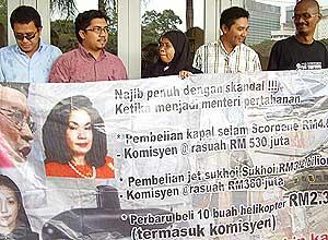 anak muda malaysia ngo police report on najib eurocopter 211008 03