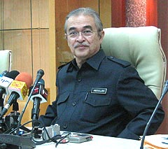 pm abdullah ahmad badawi suspend eurocopter ec725 deal ministry of  defense event 281008 02