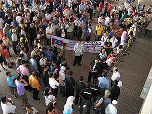 anwar visit sibu 151108 crowd