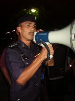 penang anti isa vigil 151108 police officer alimin.jpg