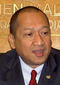 parliament gobind singh ban over nazri mistake 251108 04