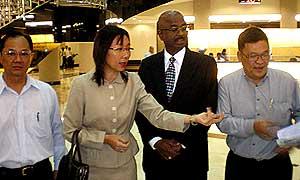 teresa kok sues chamil waraya utusan malaysia court 121208 01