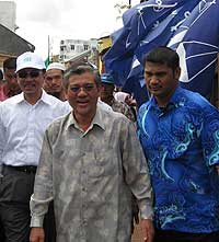 kt by election 070109 anwar and abdul wahid