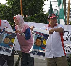 kuala terengganu by election voting day 170109 umno supporter02