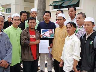 universiti malaya um pig head carcass found in surau mosque pc 160109 08