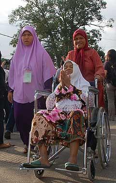 kuala terengganu by election 170109 polling day wheelchair