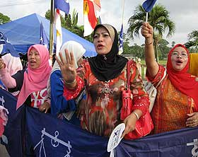 kuala terengganu by election voting day 170109 umno supporters