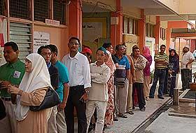 kuala terengganu by election 170109 polling day queue