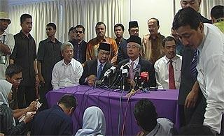 najib meet with sultan perak pc 050209 01
