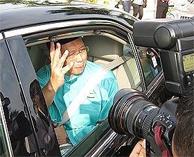 nizar jamaluddin perak mb office lock out bn takeover 060209 06