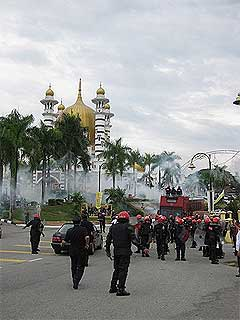 perak bn takeover protest mosque tear gas attack incident kuala kangsar rally 060209 16