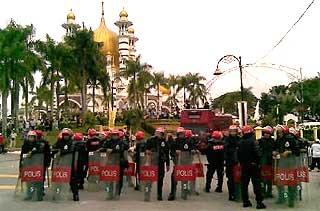 siege at ubudiah mosque in kuala kangsar perak bn takeover 060209