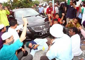 perak bn takeover protest mosque tear gas attack incident kuala kangsar rally 060209 31