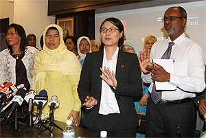 elizabeth wong press conference on her offer of resignation from selangor exco post 170209 02