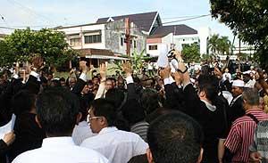 perak state govt crisis suk building rain tree assembly 030309 04